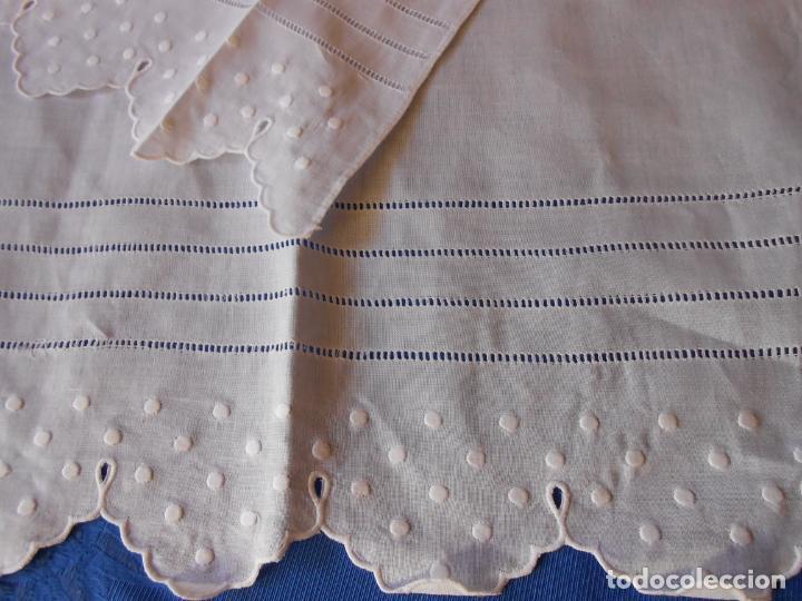 Antigüedades: Juego toallas hilo bordado bodoques y 4 vainicas, estilo antiquo. Blanco 2 piezas.Nuevas - Foto 5 - 225333155