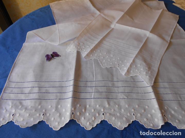 Antigüedades: Juego toallas hilo bordado bodoques y 4 vainicas, estilo antiquo. Blanco 2 piezas.Nuevas - Foto 11 - 225333155
