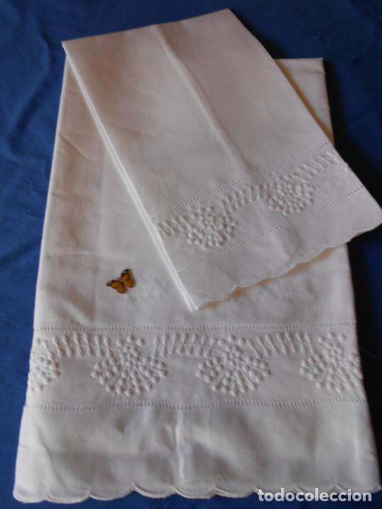 Antigüedades: Juego toallas hilo bordado dibujo guirnaldas, estilo antiquo. Blanco 2 piezas. - Foto 5 - 225338245