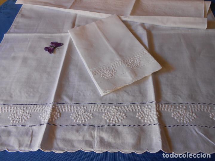 Antigüedades: Juego toallas hilo bordado dibujo guirnaldas, estilo antiquo. Blanco 2 piezas. - Foto 6 - 225338245
