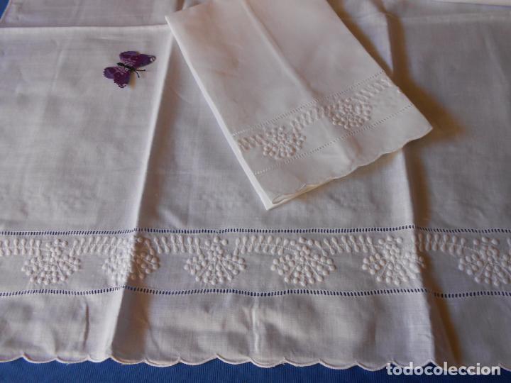 Antigüedades: Juego toallas hilo bordado dibujo guirnaldas, estilo antiquo. Blanco 2 piezas. - Foto 9 - 225338245