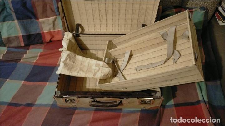 Antigüedades: MALETA ANTIGUA CON FUNDA DE PIEL, CON COMPARTIMENTOS, CIERRE PERFECTO CON LLAVES, 46.5 X 56.5 X 19.5 - Foto 5 - 225364870