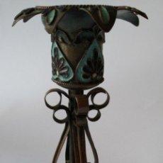 Antiquités: ANTIGUO CANDELERO RUSO EN COBRE PLATEADO HECHO A MANO Y ESMALTADO. FINALES XIX .PP.XX.. Lote 225366807