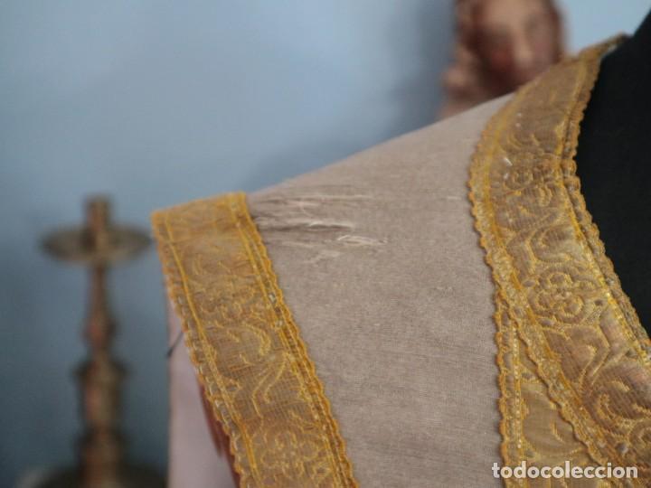 Antigüedades: Casulla acompañada de estola, confeccionadas en tisú de plata y bordados en oro. Hacia 1900. - Foto 5 - 225391355