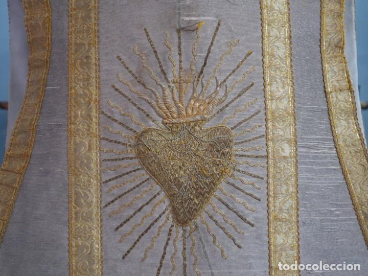 Antigüedades: Casulla acompañada de estola, confeccionadas en tisú de plata y bordados en oro. Hacia 1900. - Foto 8 - 225391355