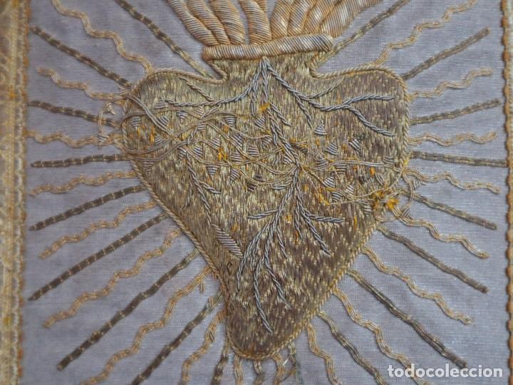 Antigüedades: Casulla acompañada de estola, confeccionadas en tisú de plata y bordados en oro. Hacia 1900. - Foto 9 - 225391355