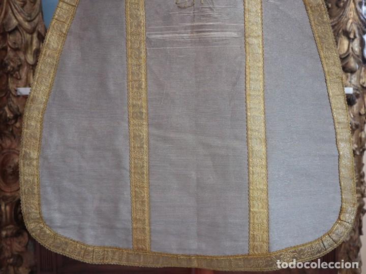Antigüedades: Casulla acompañada de estola, confeccionadas en tisú de plata y bordados en oro. Hacia 1900. - Foto 11 - 225391355