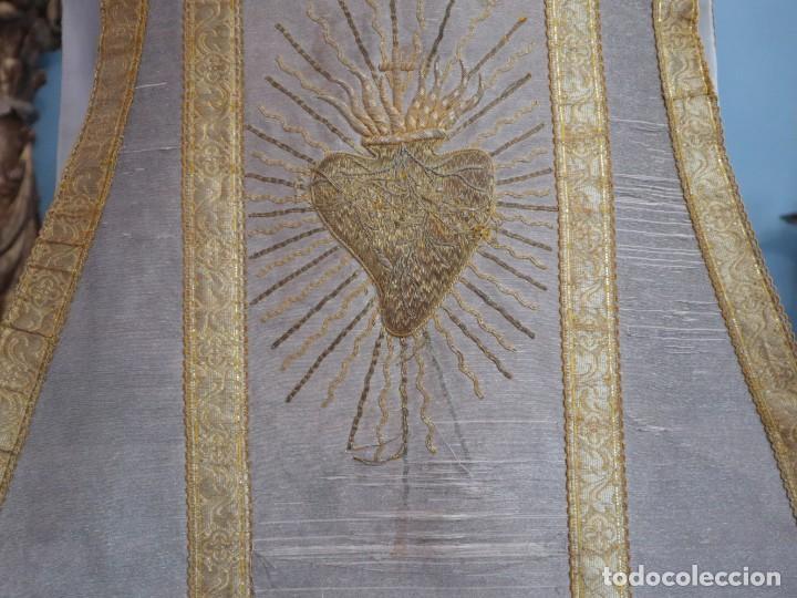 Antigüedades: Casulla acompañada de estola, confeccionadas en tisú de plata y bordados en oro. Hacia 1900. - Foto 12 - 225391355
