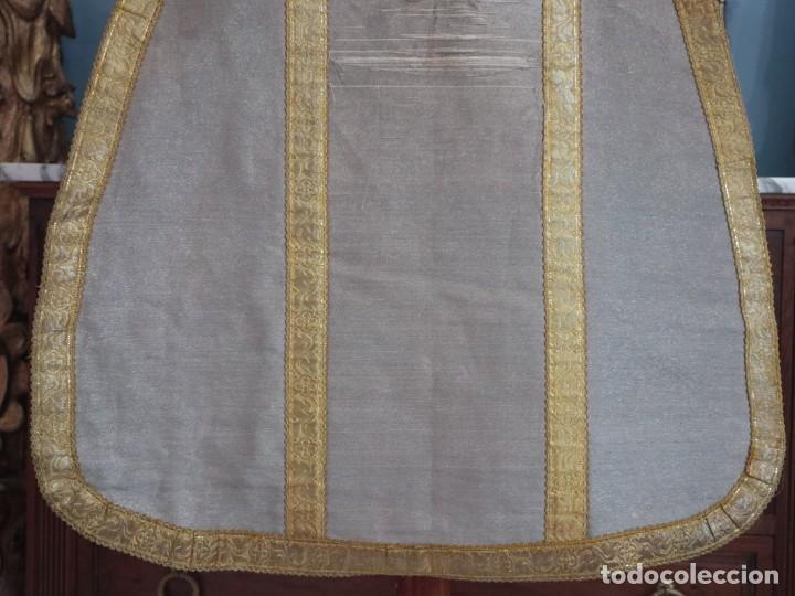 Antigüedades: Casulla acompañada de estola, confeccionadas en tisú de plata y bordados en oro. Hacia 1900. - Foto 13 - 225391355