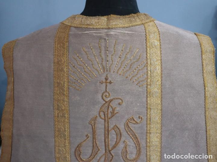 Antigüedades: Casulla acompañada de estola, confeccionadas en tisú de plata y bordados en oro. Hacia 1900. - Foto 17 - 225391355