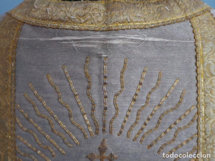 Antigüedades: Casulla acompañada de estola, confeccionadas en tisú de plata y bordados en oro. Hacia 1900. - Foto 18 - 225391355