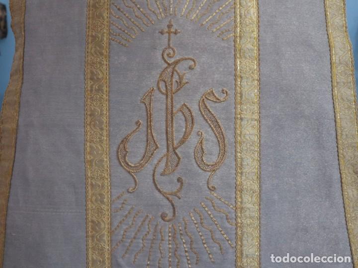 Antigüedades: Casulla acompañada de estola, confeccionadas en tisú de plata y bordados en oro. Hacia 1900. - Foto 19 - 225391355