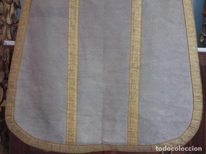 Antigüedades: Casulla acompañada de estola, confeccionadas en tisú de plata y bordados en oro. Hacia 1900. - Foto 21 - 225391355