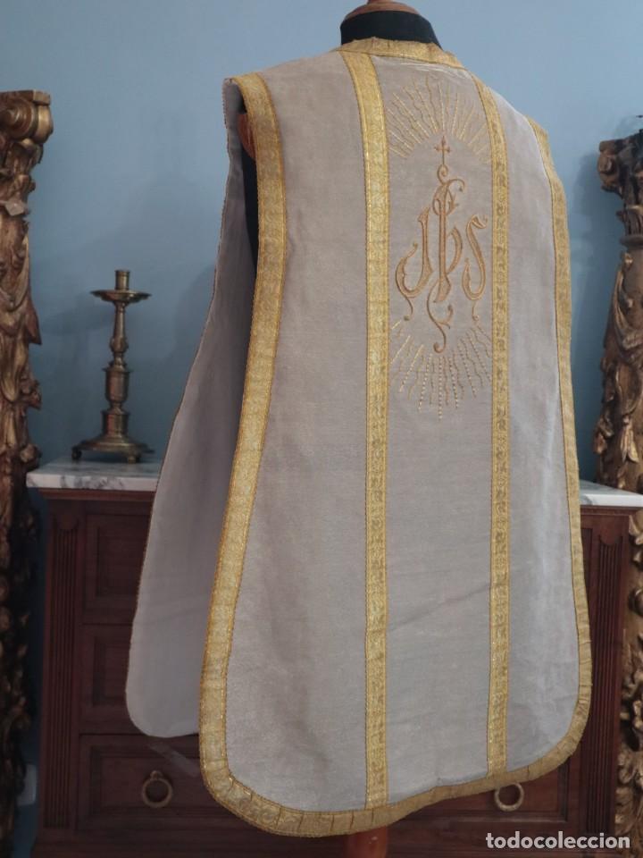 Antigüedades: Casulla acompañada de estola, confeccionadas en tisú de plata y bordados en oro. Hacia 1900. - Foto 22 - 225391355
