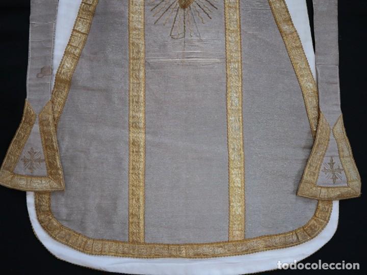 Antigüedades: Casulla acompañada de estola, confeccionadas en tisú de plata y bordados en oro. Hacia 1900. - Foto 26 - 225391355