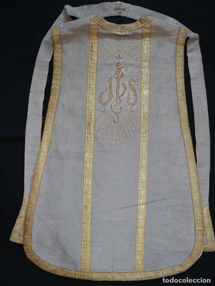 Antigüedades: Casulla acompañada de estola, confeccionadas en tisú de plata y bordados en oro. Hacia 1900. - Foto 27 - 225391355