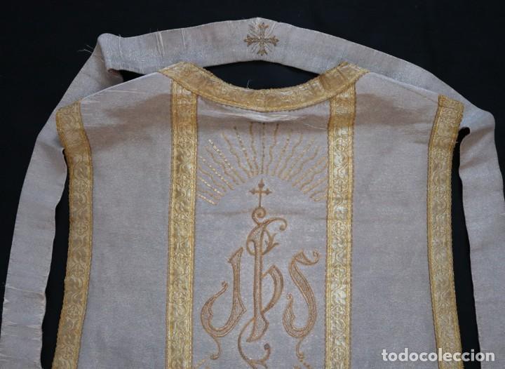 Antigüedades: Casulla acompañada de estola, confeccionadas en tisú de plata y bordados en oro. Hacia 1900. - Foto 28 - 225391355