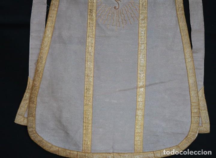 Antigüedades: Casulla acompañada de estola, confeccionadas en tisú de plata y bordados en oro. Hacia 1900. - Foto 29 - 225391355