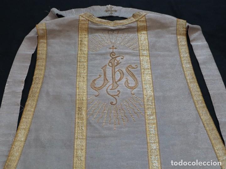 Antigüedades: Casulla acompañada de estola, confeccionadas en tisú de plata y bordados en oro. Hacia 1900. - Foto 31 - 225391355