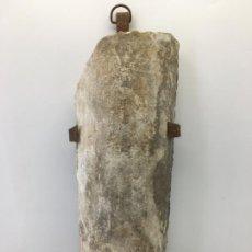 Antigüedades: APLIQUE DE PARED FABRICADO CON UNA VIEJA TEJA Y HIERRO FORJADO - REF 02. Lote 225463670