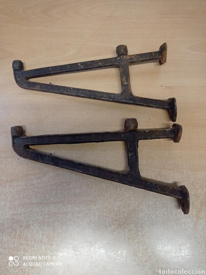 Antigüedades: Antiguos soportes de fundición para repisa de baño por ejemplo. Leja, balda. Años 20-30 - Foto 2 - 225464035