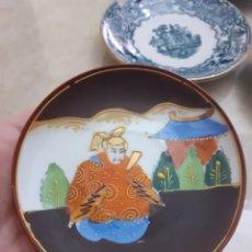 Antigüedades: ANTIGUO Y MUY BELLO PLATO CERÁMICA JAPONESA, ESCENA SAMURÁI FINAMENTE ELABORADO ENVIO INCLUIDO PRECI. Lote 225465620