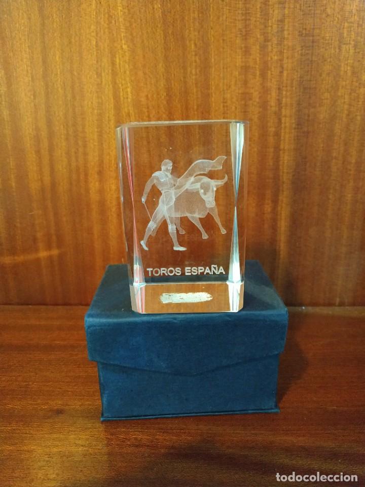 CRISTAL MACIZO EN 3D ESCENA TAURINA (Antigüedades - Cristal y Vidrio - Otros)