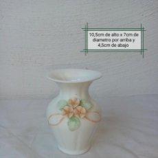 Antigüedades: BONITO JARRONCITO DE PORCELANA MARCA ( FINE BONE CHINE). Lote 225499193