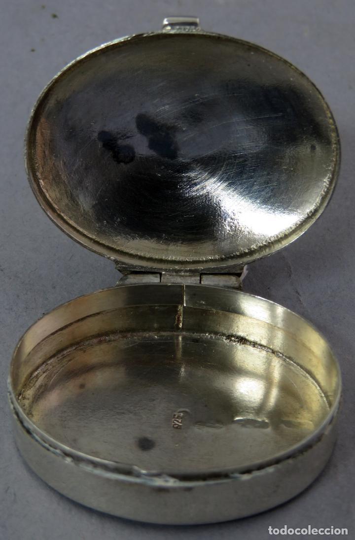 Antigüedades: Caja pastillero de plata decorado con aplicaciones de acero facetado siglo XX - Foto 4 - 225512260