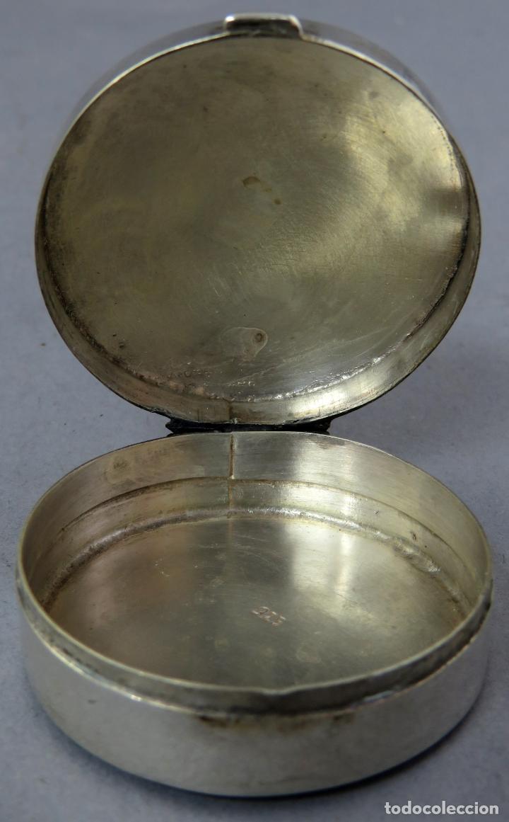 Antigüedades: Caja pastillero de plata decorado con aplicaciones de acero facetado siglo XX - Foto 4 - 225512837