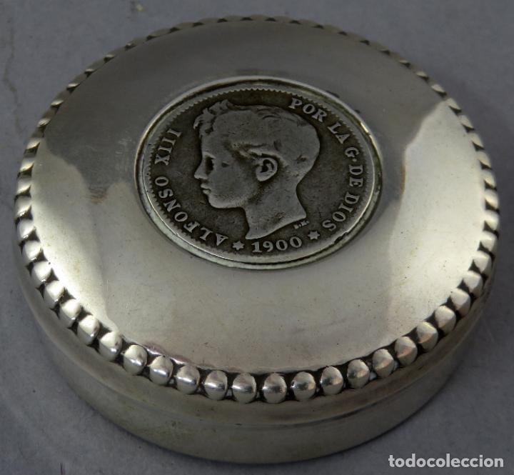 CAJA PASTILLERO DE PLATA CON MONEDA DE ALFONSO XIII DE 1900 SIGLO XX (Antigüedades - Platería - Plata de Ley Antigua)