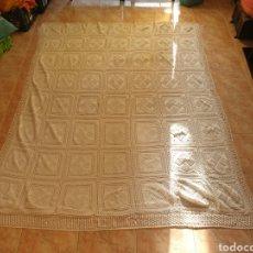 Antigüedades: ANTIGUA COLCHA GANCHILLO A MANO. Lote 225519620