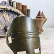 Antigüedades: ANTIGUA PIEZA DE BRONCE ANTROPOMORFICA PARA USO EN CABALLERIA DECORACION MASCARA CURIOSA. Lote 225543040