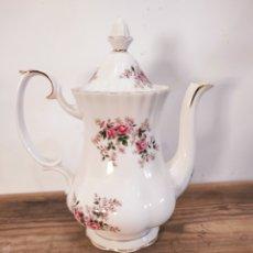 Antigüedades: CAFETERA / TETERA ROYAL ALBERT TEAPOT LAVENDER ROSE ENGLISH MADE BONE CHINA. Lote 225547543