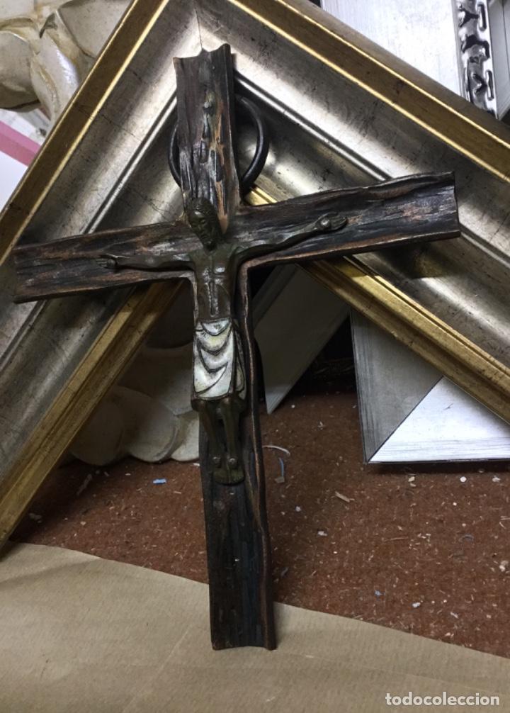 Antigüedades: Antiguo crucifijo cristo esmaltado de bronce - Foto 6 - 225623325