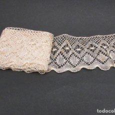 Antiguidades: ANTIGUO ENCAJE DE BOLILLO MANUAL LARGO 212CM. ANCHO: 9CM.. Lote 225740526