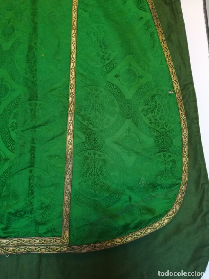 Antigüedades: Casulla damasquinada bordado JHS con etiqueta del fabricante - Foto 5 - 225765535