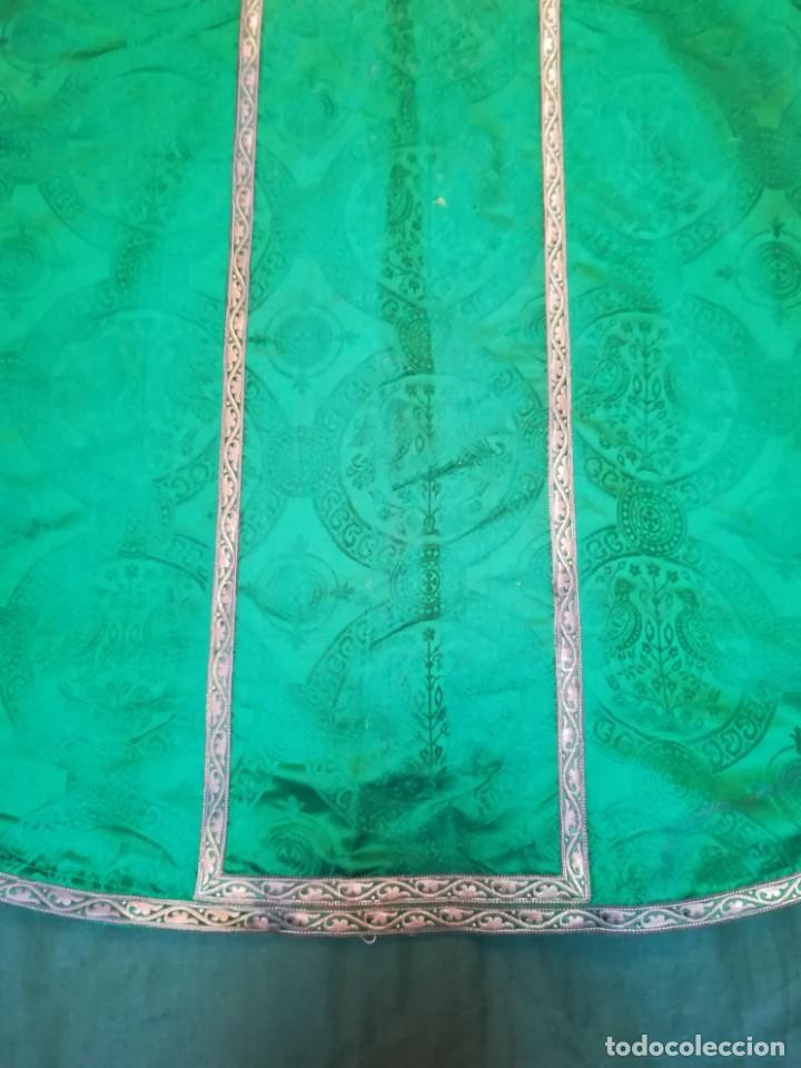 Antigüedades: Casulla damasquinada bordado JHS con etiqueta del fabricante - Foto 6 - 225765535