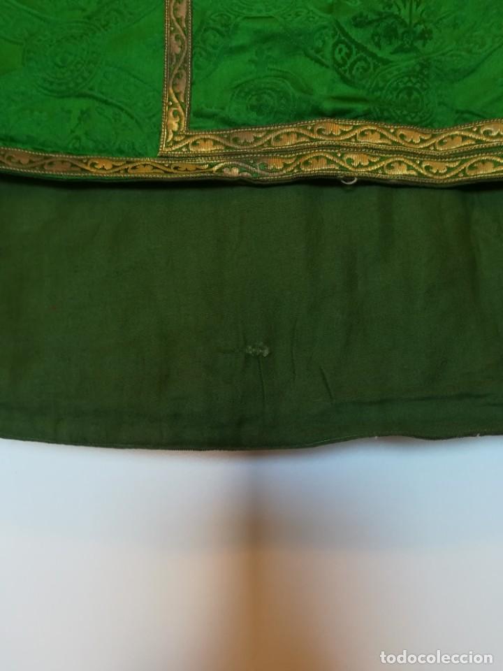 Antigüedades: Casulla damasquinada bordado JHS con etiqueta del fabricante - Foto 7 - 225765535