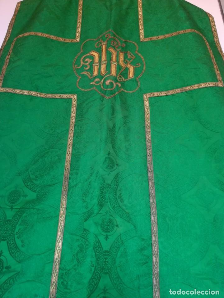 Antigüedades: Casulla damasquinada bordado JHS con etiqueta del fabricante - Foto 10 - 225765535