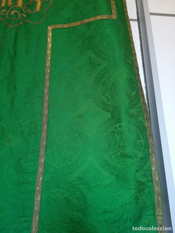 Antigüedades: Casulla damasquinada bordado JHS con etiqueta del fabricante - Foto 11 - 225765535