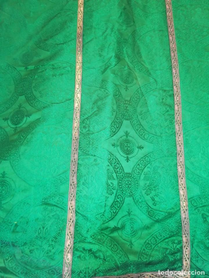 Antigüedades: Casulla damasquinada bordado JHS con etiqueta del fabricante - Foto 12 - 225765535