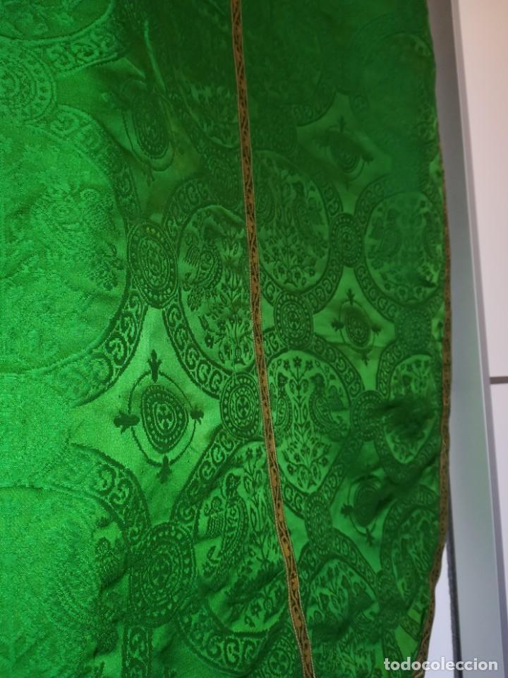 Antigüedades: Casulla damasquinada bordado JHS con etiqueta del fabricante - Foto 13 - 225765535