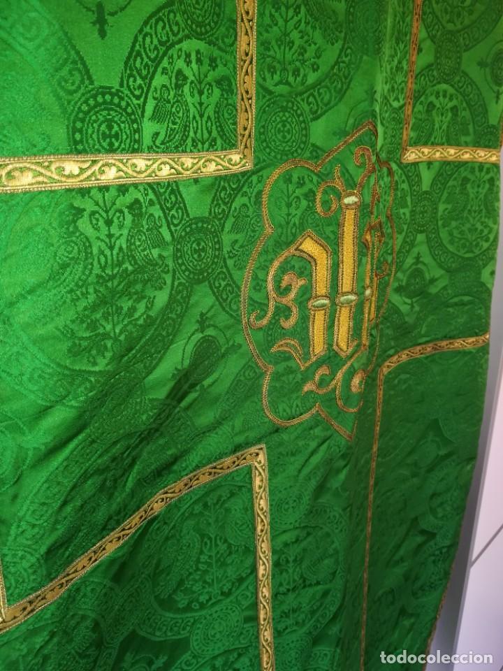 Antigüedades: Casulla damasquinada bordado JHS con etiqueta del fabricante - Foto 15 - 225765535
