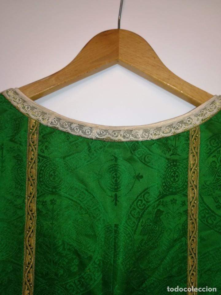 Antigüedades: Casulla damasquinada bordado JHS con etiqueta del fabricante - Foto 16 - 225765535