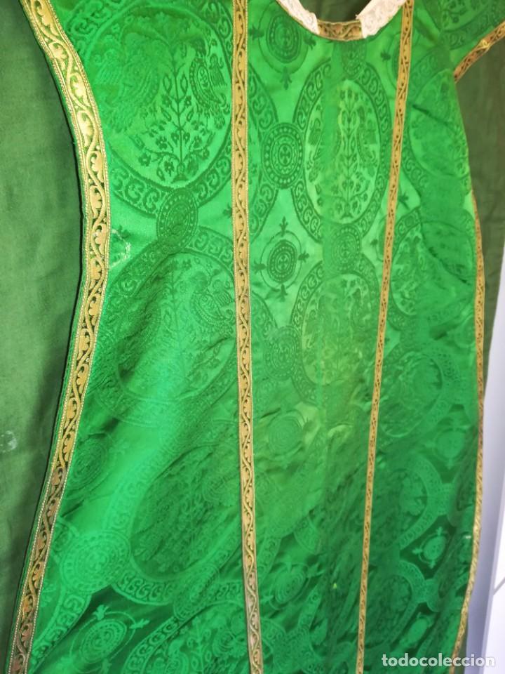 Antigüedades: Casulla damasquinada bordado JHS con etiqueta del fabricante - Foto 17 - 225765535