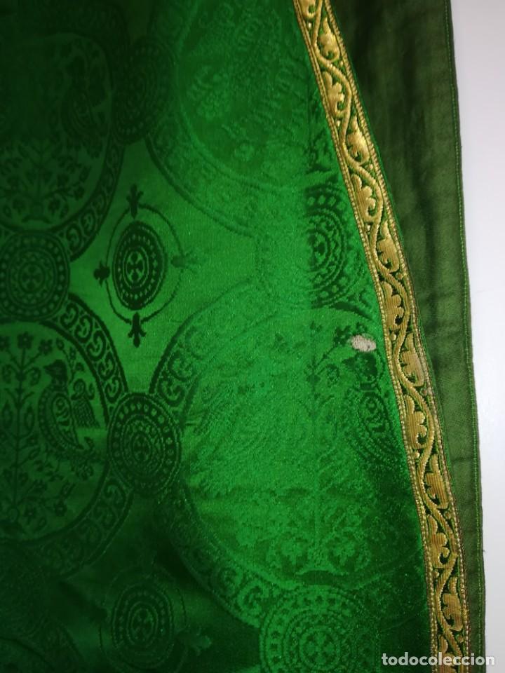 Antigüedades: Casulla damasquinada bordado JHS con etiqueta del fabricante - Foto 20 - 225765535