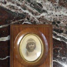 Antigüedades: MARCO DE MADERA CON OJO DE BUEY. Lote 225770975