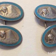 Antigüedades: CONJUNTO DE GEMELOS EN PLATA Y ESMALTE CON MOTIVOS EGIPCIOS. Lote 225827240