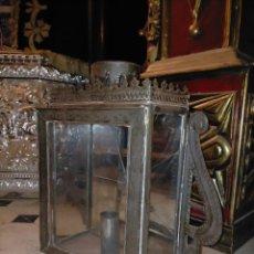 Antigüedades: GRAN ANTIGUO FAROL DE LATA METAL Y ESPEJO MOSAICO CRISTAL Y PUERTA , MECHERO DE VELA Y CHIMENEA. Lote 225851550